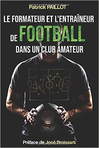 Le formateur et l'entraîneur de football dans un club amateur